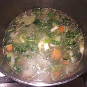 Pan met groenten voor groentenbouillon